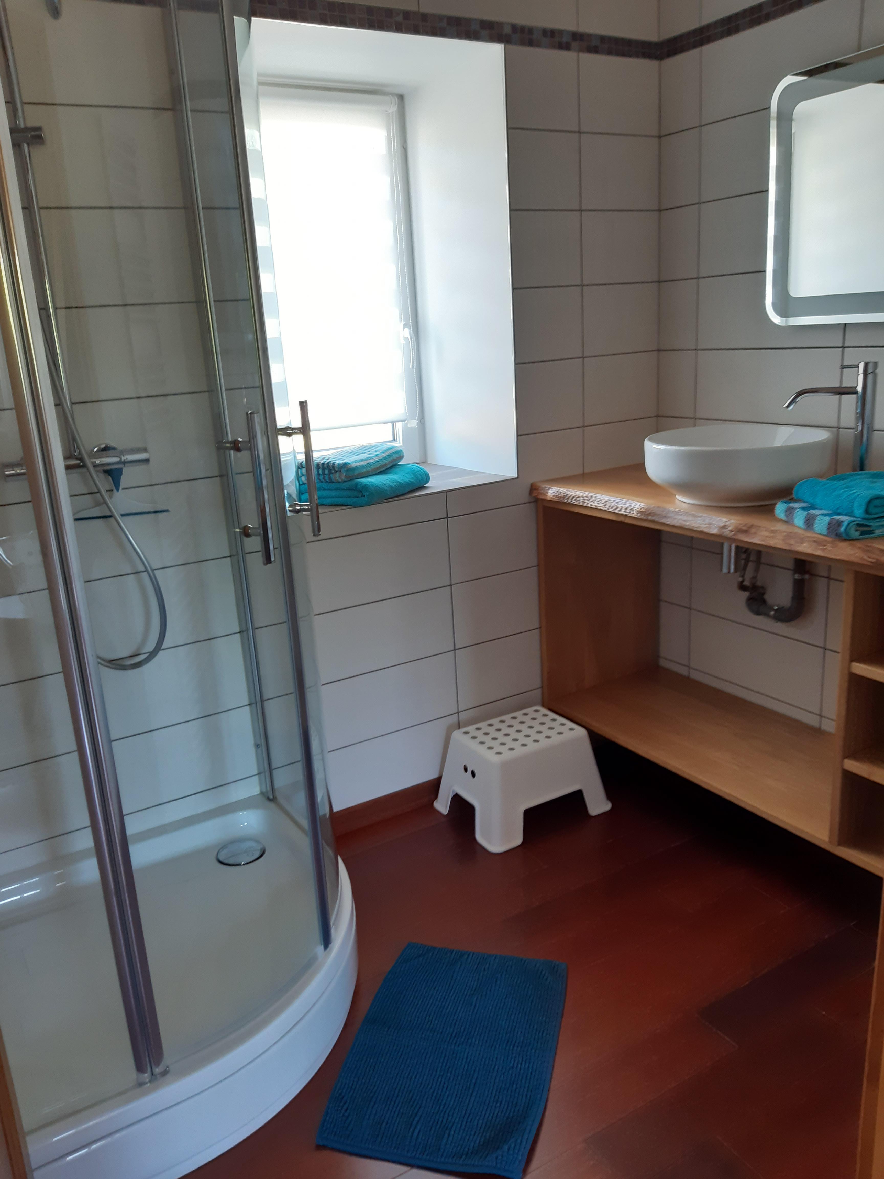 Chambre Sur la Côte Fleurie - Le Moulin du Locheur - salle de bains