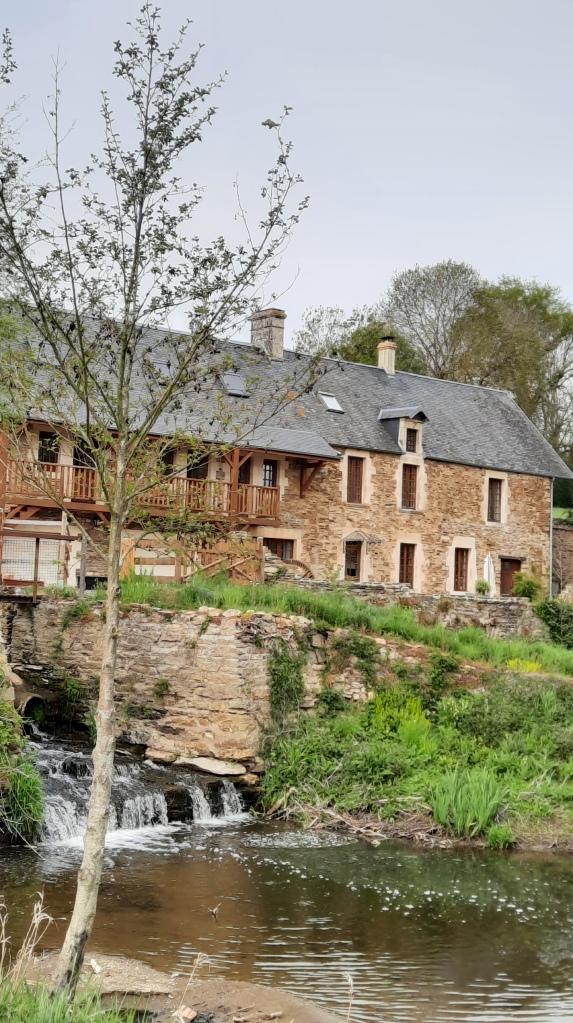 2021 Gästezimmer Moulin du Locheur Calvados Cour