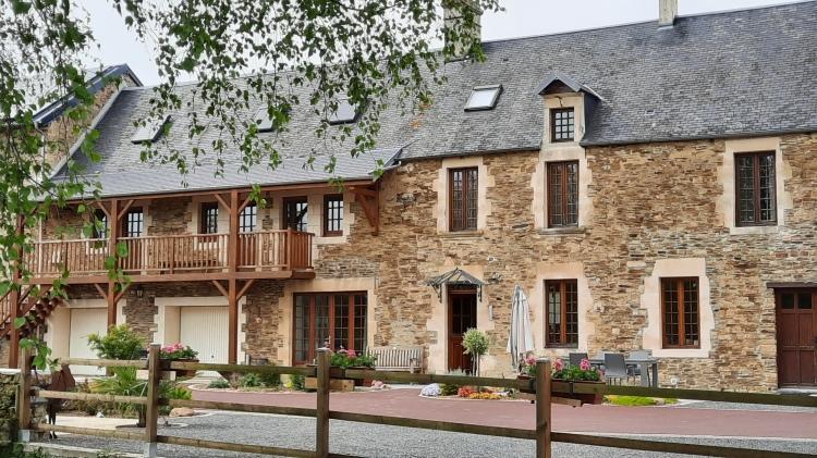 2021Gästezimmer Moulin du Locheur Calvados Cour